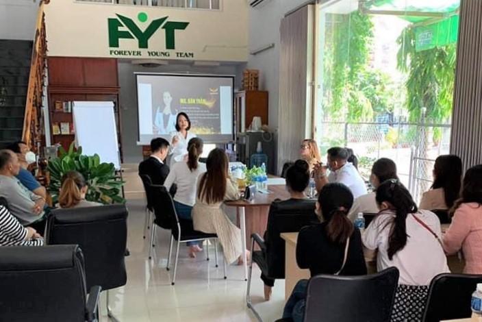 Một buổi tư vấn về đầu tư tiền ảo tại văn phòng FYT tại nhà GH8 Trúc Khuê, khu dân cư Kênh Bàu, TP Phan Thiết. Ảnh: Người dân cung cấp.
