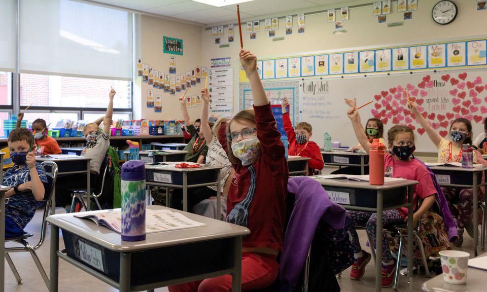 Các học sinh trong một lớp học tại thành phố Allentown, bang Pennsylvania, Mỹ, hôm 13/4. Ảnh: Reuters.