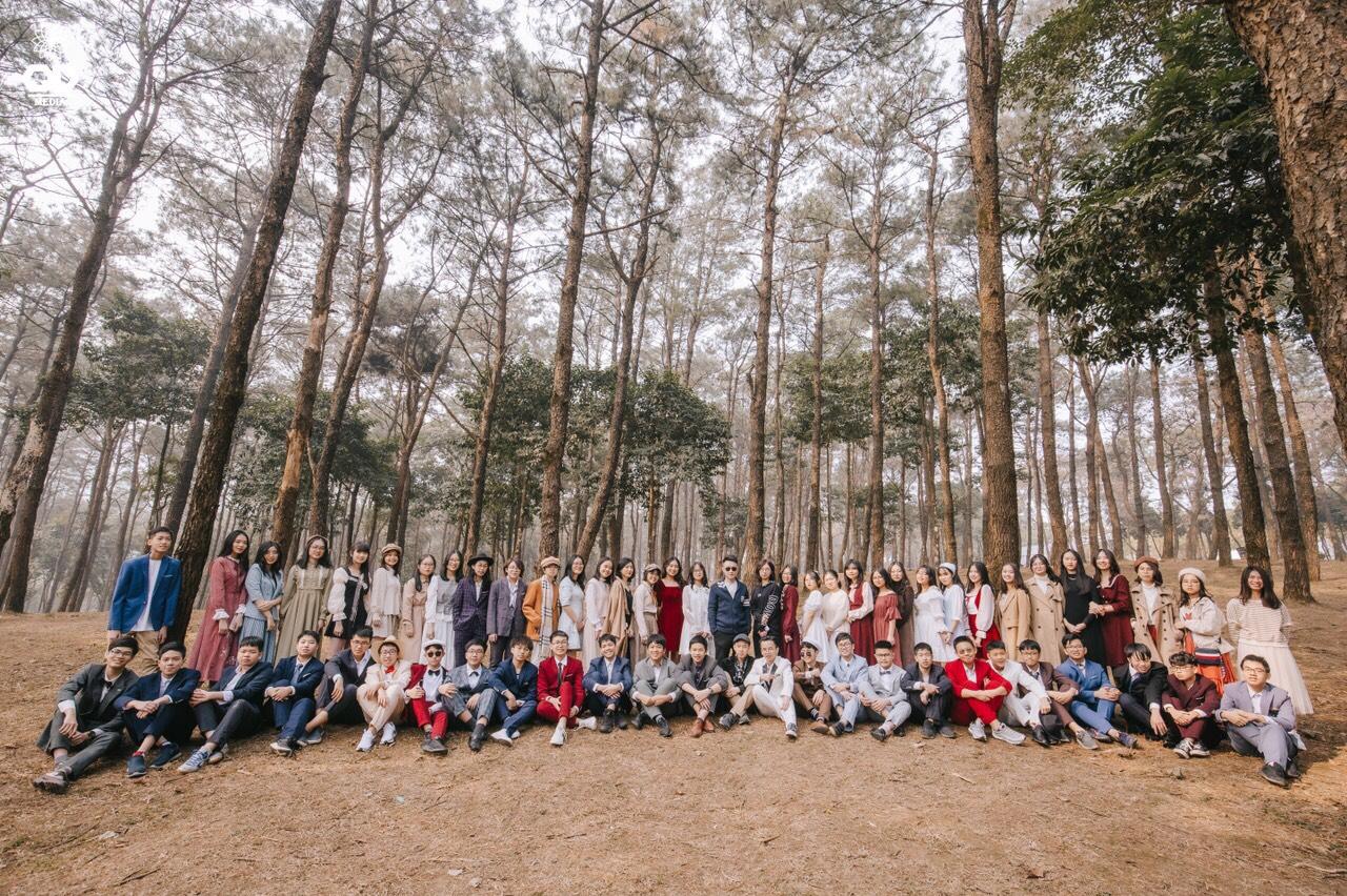 Học sinh tham gia một chương trình dã ngoại do nhà trường tổ chức.