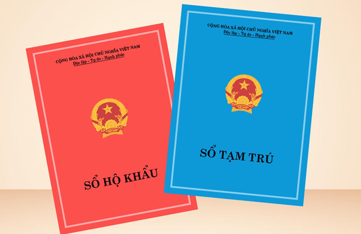 Sổ hộ khẩu vẫn có giá trị sử dụng đến hết năm 2022. Ảnh: Việt Chung.