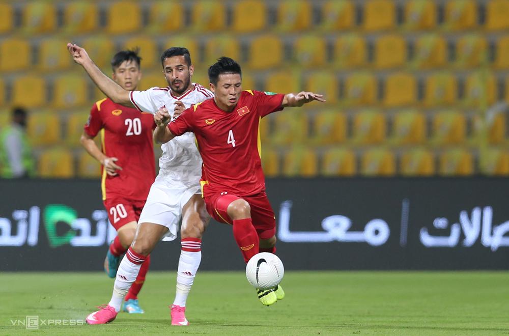 Bui Tien Dung memulai ketiga pertandingan di UEA, berkontribusi membantu Vietnam memenangkan tiket ke babak berikutnya.  Foto: Lam Thoa