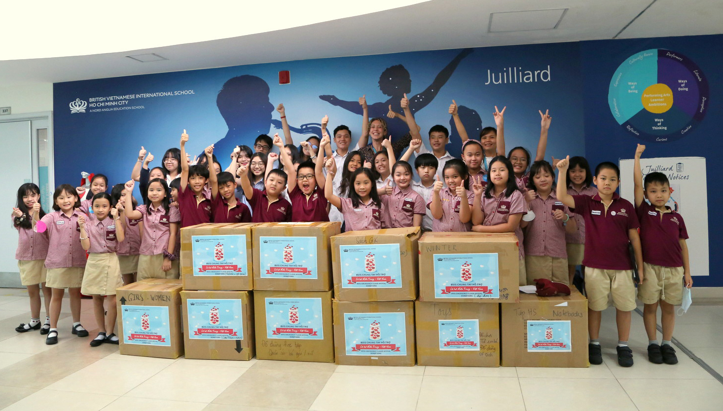 Giáo viên, học sinh trường Quốc tế Anh Việt (BVIS) TP HCM gửi quà cứu trợ đến người dân Miền Trung bị lũ lụt vào năm 2020.