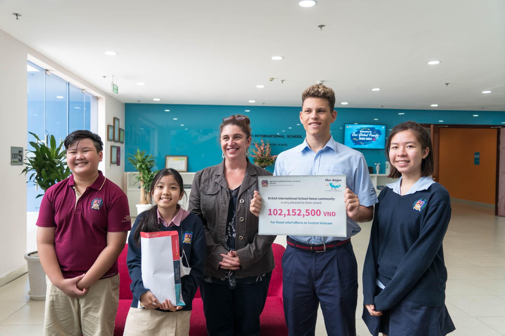 Học sinh trường Quốc tế Anh (BIS) Hà Nôi gây quỹ ủng hộ miền Trung bị lũ lụt vào năm 2020.