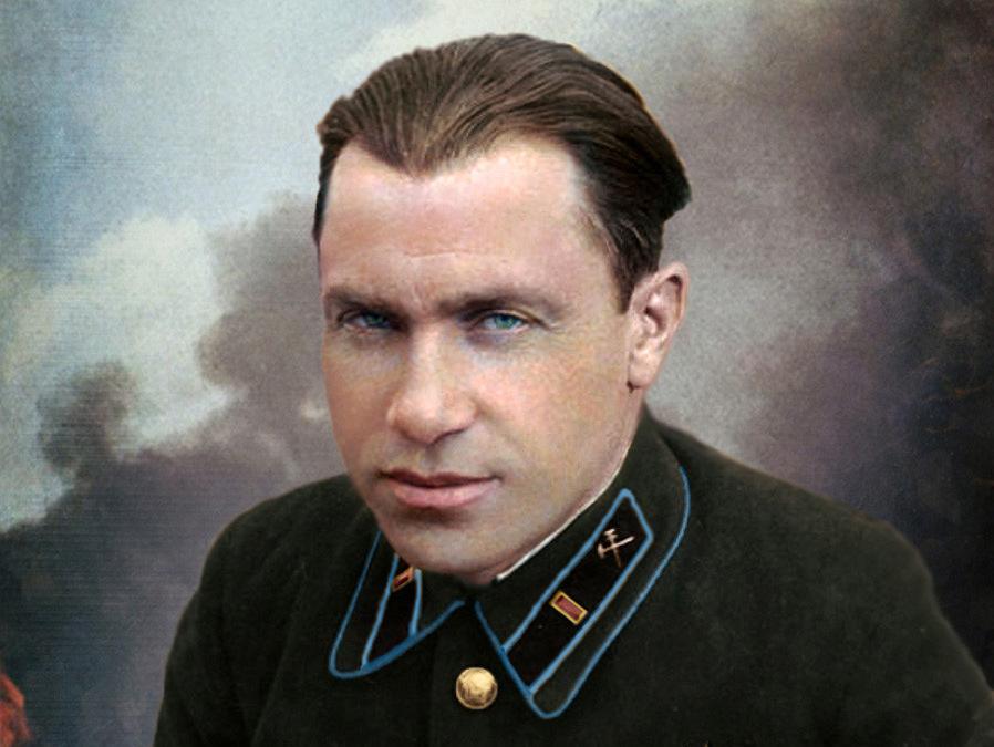 Tranh chân dung tô màu của Starinov. Ảnh: RBTH.