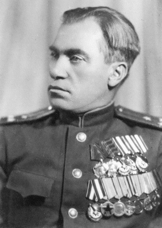 Starinov với quân hàm đại tá và các huân huy chương. Ảnh: Sputnik.