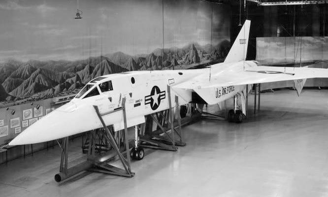 Mô hình thử nghiệm mặt đất của tiêm kích XF-108. Ảnh: USAF.