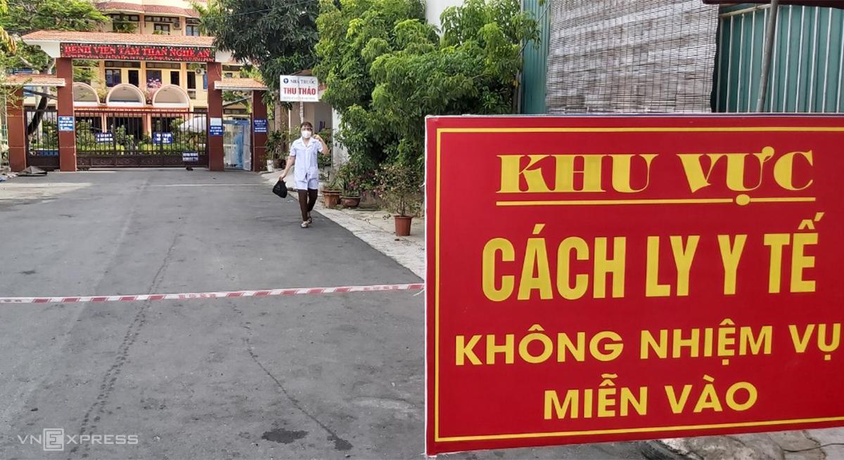 Cổng vào bệnh viện tâm thần Nghệ An, sáng 2/7. Ảnh: Nguyễn Hải