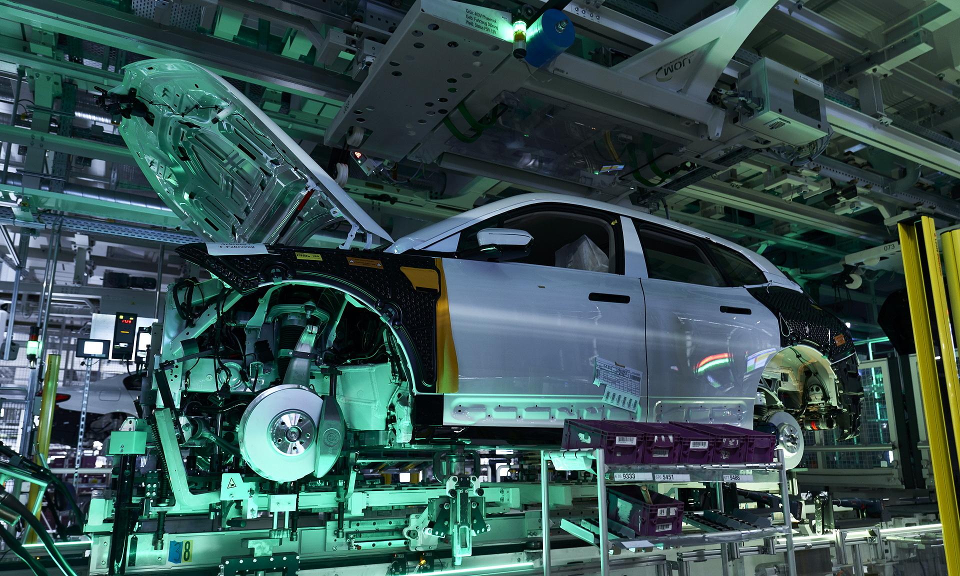 Dây truyền sản xuất một mẫu xe hơi.