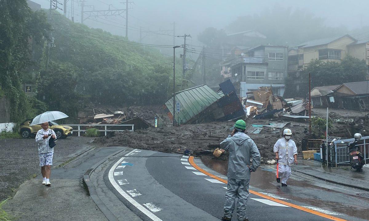 Cảnh tượng sau trận lở đất ở thành phố Atami, tỉnh Shizuoka hôm nay. Ảnh: AP.