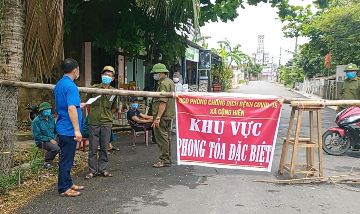 Thôn Cống Hiền (xã Cộng Hiền, huyện Vĩnh Bảo) trong tình trạng phong tỏa cách ly y tế, còn cả xã Cộng Hiền đang áp dụng giãn cách xã hội theo Chỉ thị 16 của Thủ tướng Chính phủ. Ảnh: CTV