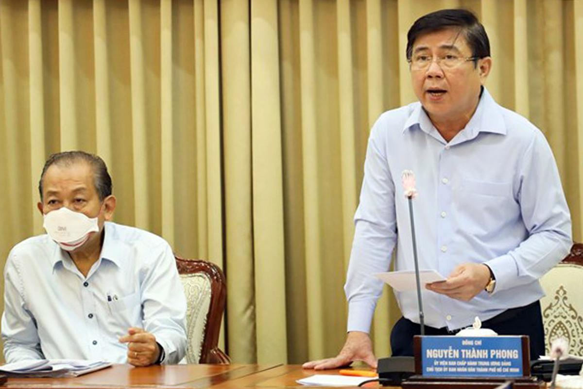 Chủ tịch UBND thành phố Nguyễn Thành Phong phát biểu tại cuộc họp. Ảnh: Trung tâm báo chí TP HCM.