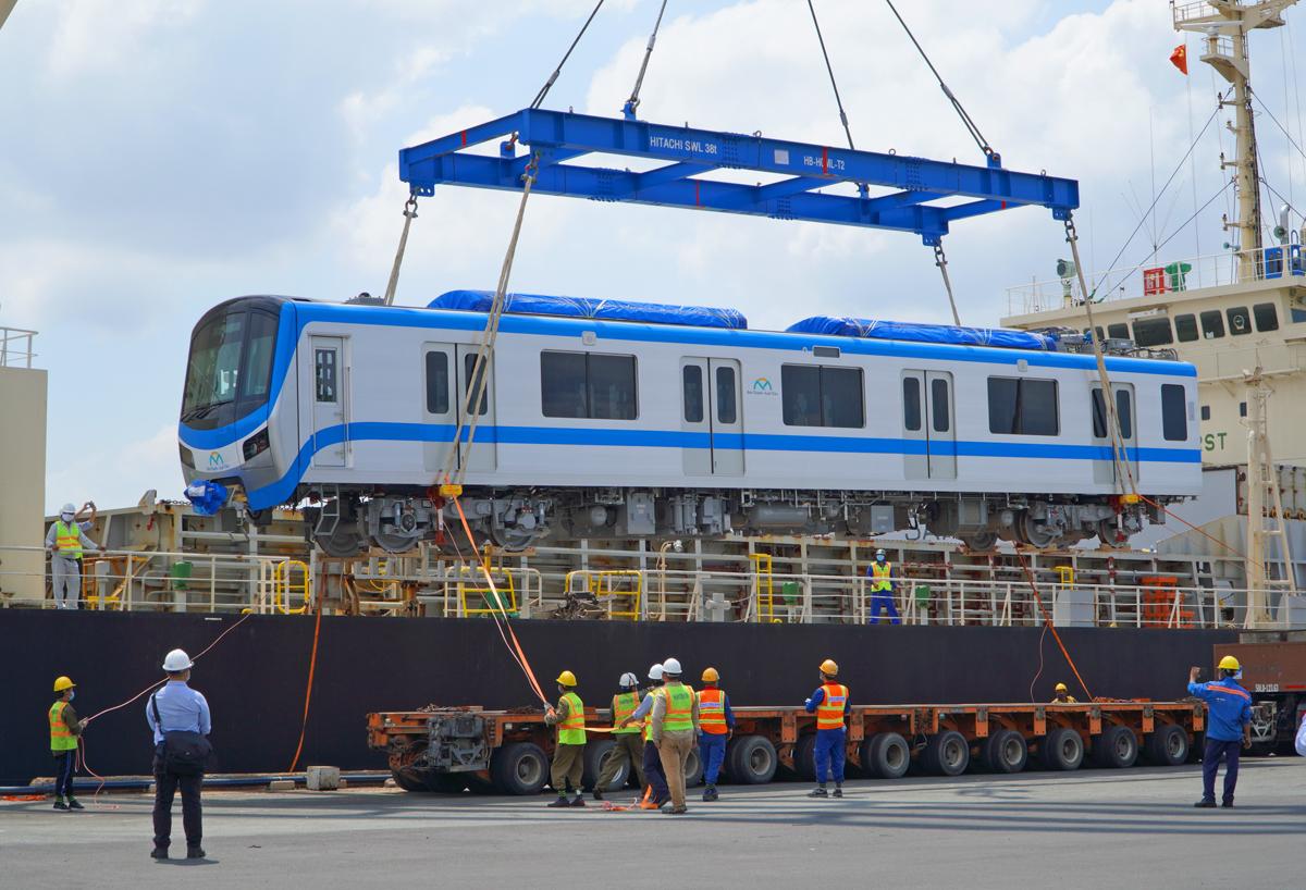 Đoàn tàu thứ 3 thuộc Metro Số 1 cập cảng Khánh Hội, quận 4, hồi tháng 5. Ảnh: Gia Minh.