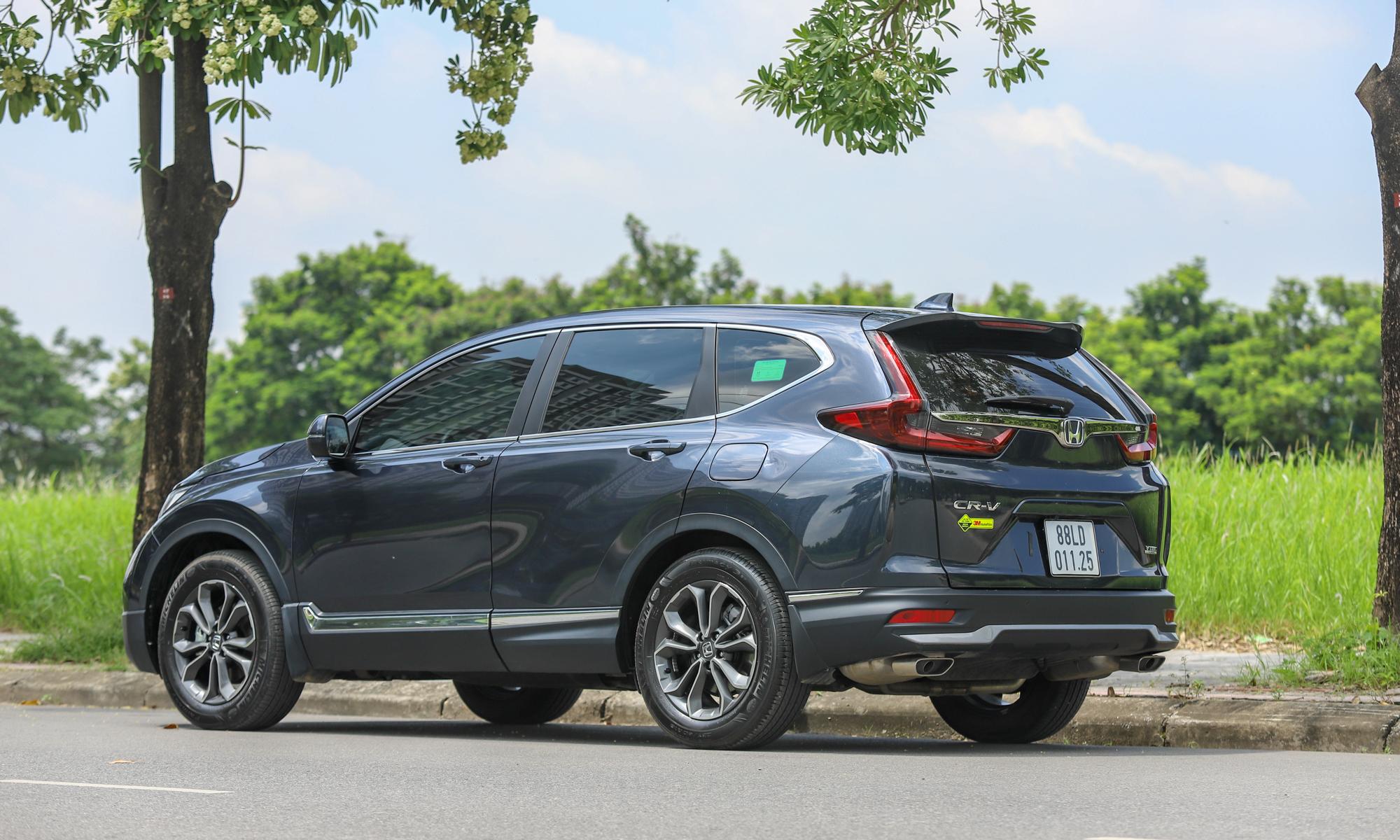 Honda CR-V trên đường phố.