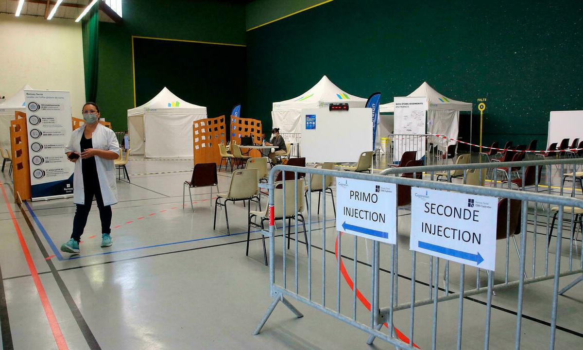 Một điểm tiêm chủng vaccine Covid-19 tại Capbreton, vùng Landes, Pháp hôm 24/6. Ảnh: AP.