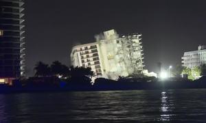 Mỹ phá hủy phần sắp sập của chung cư 12 tầng