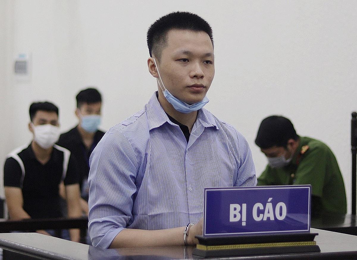 Bị cáo Vũ Đình Phúc tại phiên xét xử sáng 6/7. Ảnh: Danh Lam