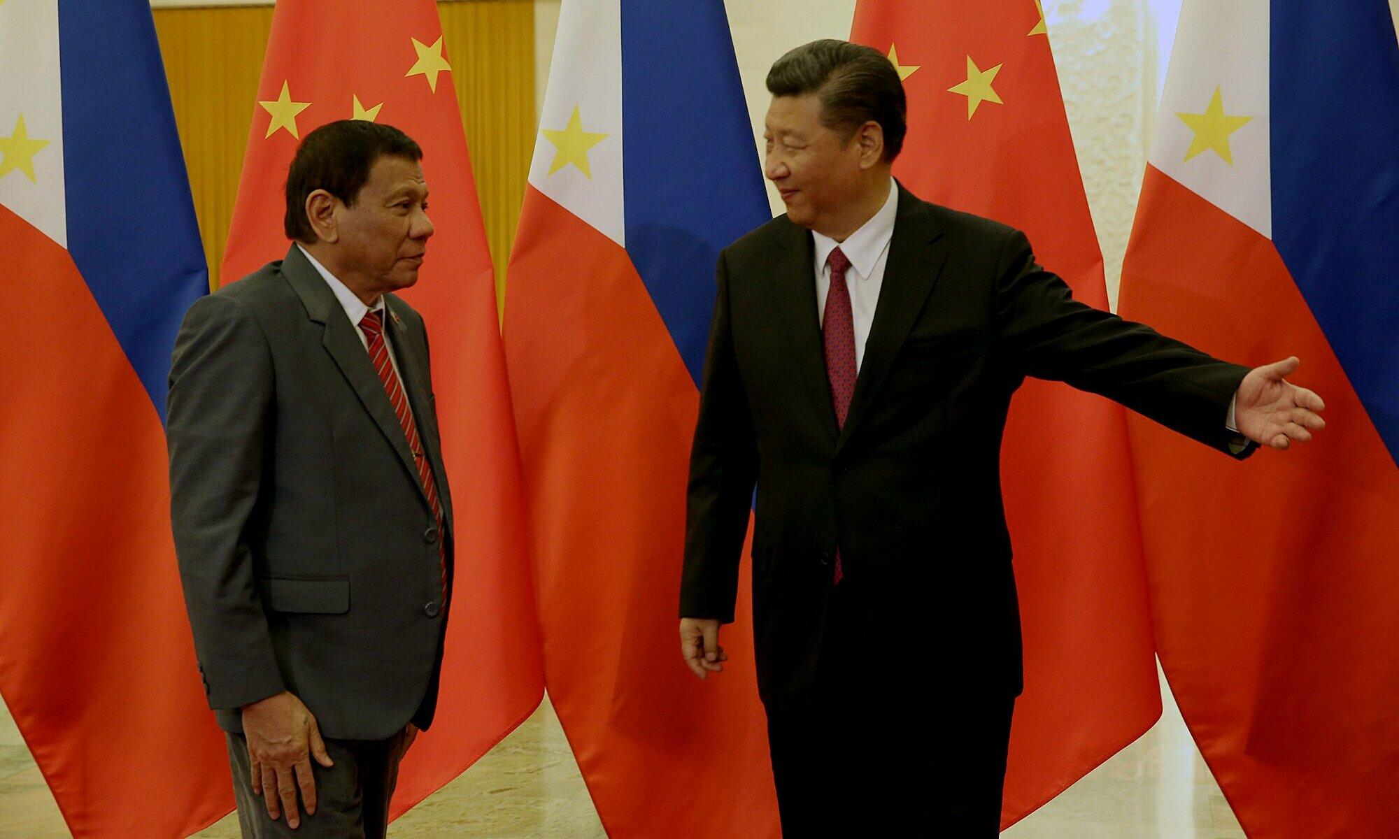 Tổng thống Philippines Rodrigo Duterte gặp Chủ tịch Trung Quốc Tập Cận Bình tại Bắc Kinh vào tháng 10/2016. Ảnh: Rappler.