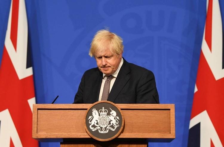 Thủ tướng Anh Boris Johnson trong cuộc họp báo thông báo về kế hoạch bãi bỏ các biện pháp hạn chế phòng Covid-19 ở London ngày 5/7. Ảnh: Reuters.