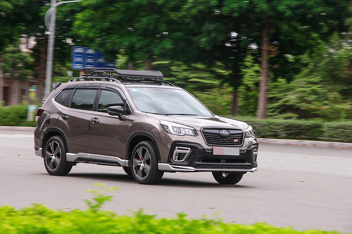 Một mẫu Subaru Forester lăn bánh trên phố. Ảnh: Thành Nhạn