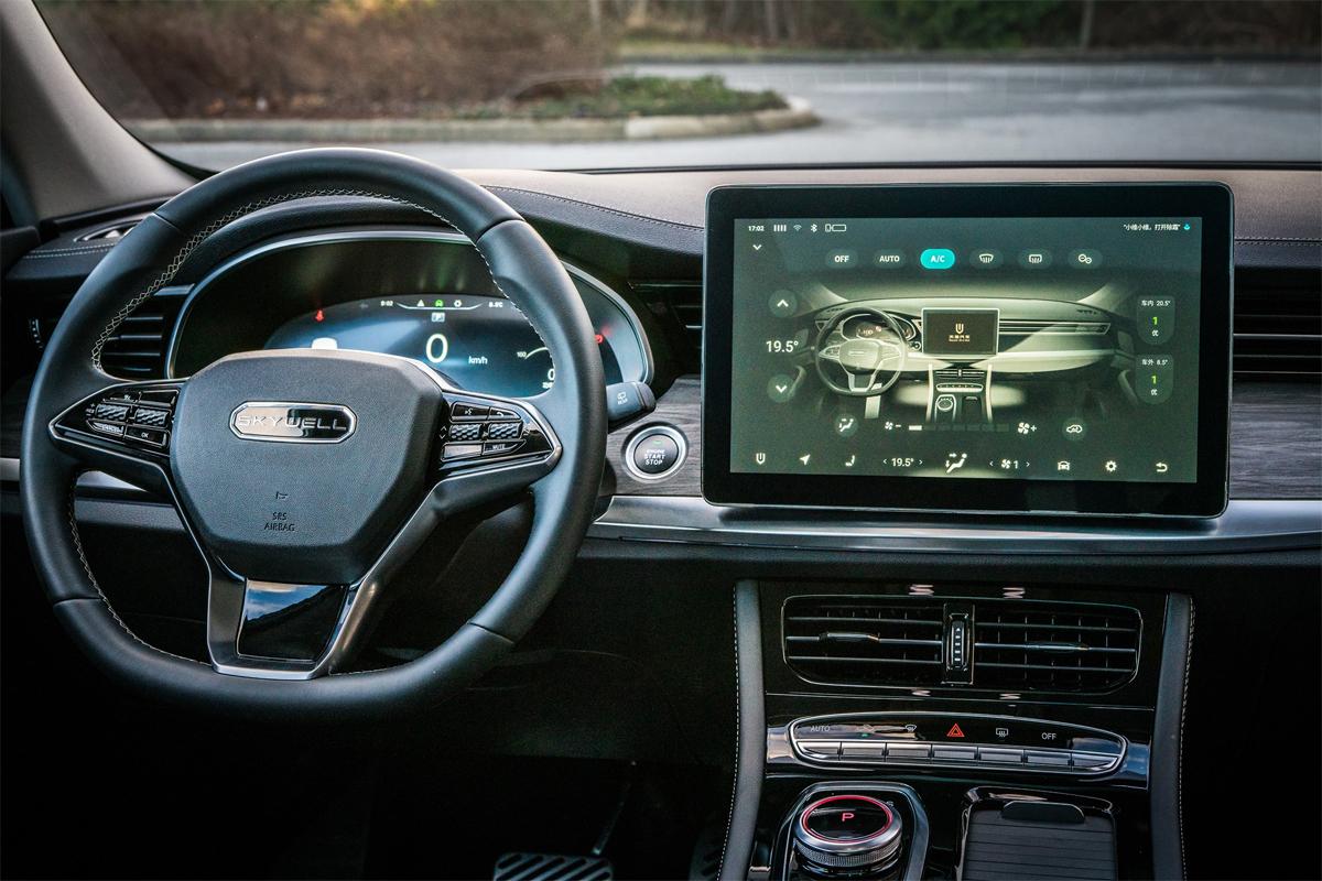 đồng hồ LCD 12,3 inch, màn hình cảm ứng 12,8 inch cho hệ thống thông tin giải trí với điều khiển bằng giọng nói