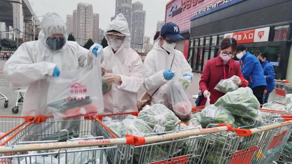 Trung Quốc nuôi sống thành phố phong tỏa thế nào