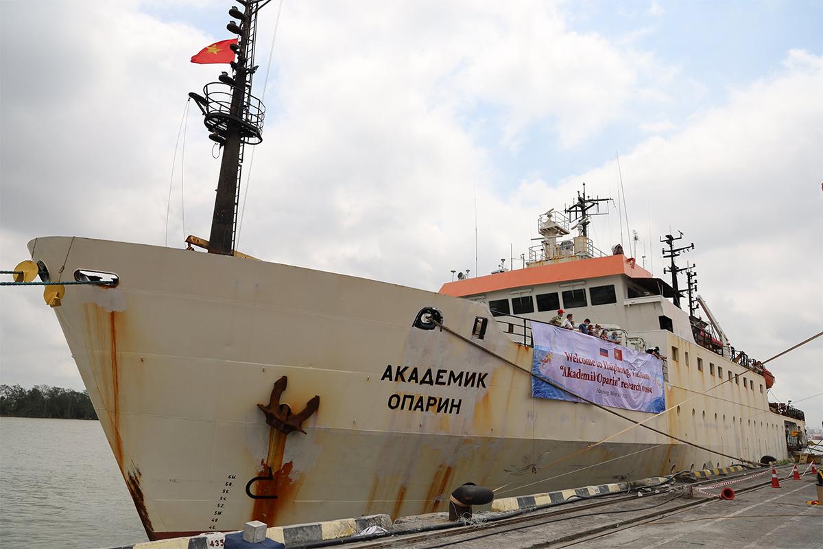 Tàu Viện sỹ Oparin cập cảng Hải Phòng hôm 10/5.