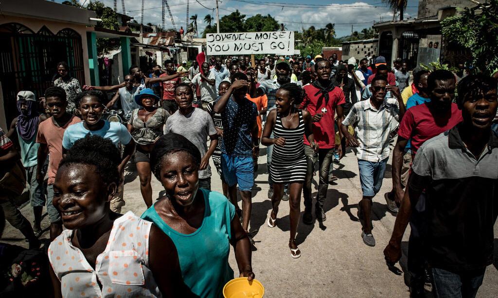 Người dân biểu tình phản đối Tổng thống Jovenel Moise tại Les Cayes, Haiti, hồi năm 2019. Ảnh: NY Times.