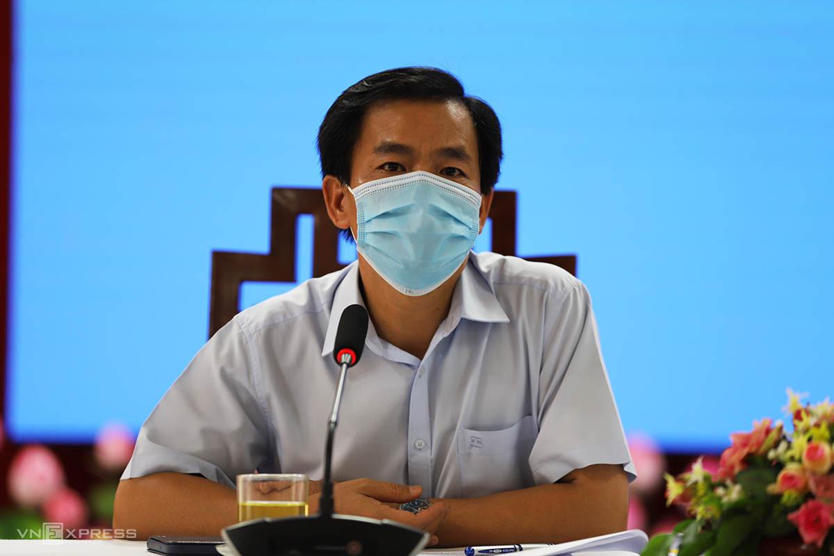 Ông Nguyễn Văn Phương chủ trì buổi họp báo. Ảnh: Võ Thạnh