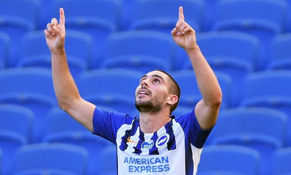 Neal Maupay mừng bàn ấn định chiến thắng 2-1 cho Brighton trong trận đấu tháng 6 năm ngoái. Ảnh:Reuters.