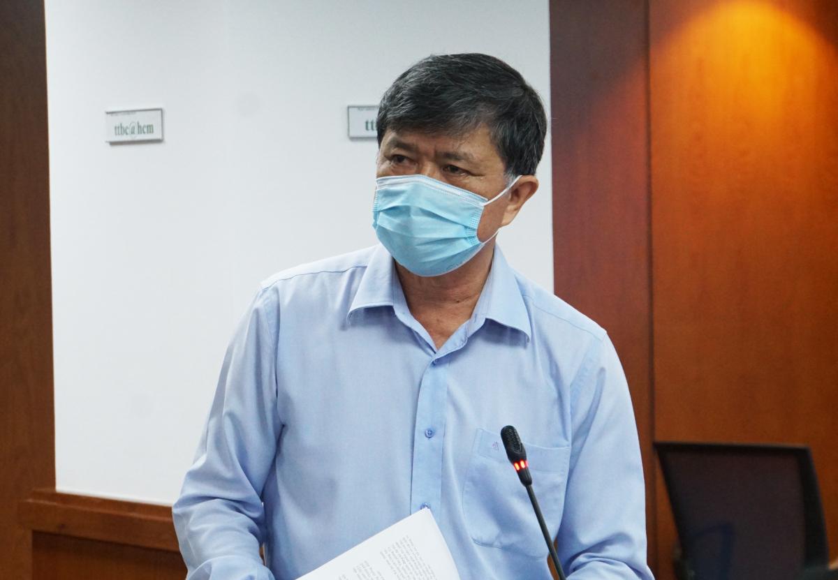 Ông Nguyễn Văn Hiếu, Phó giám đốc Sở Giáo dục và Đào tạo tại buổi họp báo tối 8/7. Ảnh: Mạnh Tùng.