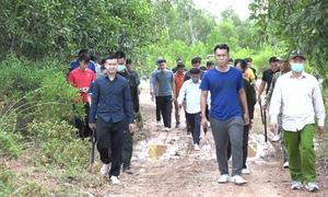 300 công an bao vây rừng tìm kẻ giết người