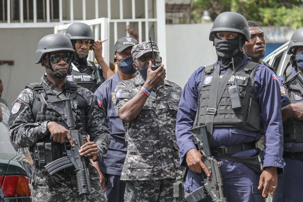 Cảnh sát Haiti tại Port au Prince ngày 8/7. Ảnh: AFP.