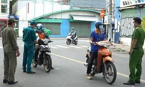 Nhiều người bị phạt vì 'ra đường không lý do chính đáng'