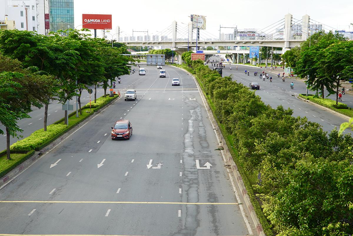Đường Điện Biên Phủ, quận Bình Thạnh vắng xe, sáng 9/7. Ảnh: Gia Minh.