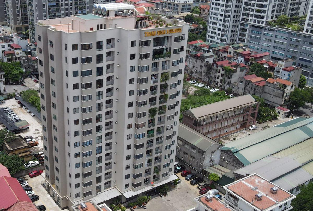 Chung cư Thanh Xuân Building 35 Lê Văn Thiêm cao 15 tầng, mỗi tầng có 6 căn hộ. Ảnh: Giang Huy.