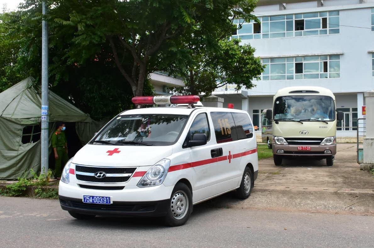 Đoàn xe đón người Huế về quê cách ly, sáng 9/7. Ảnh: CTV