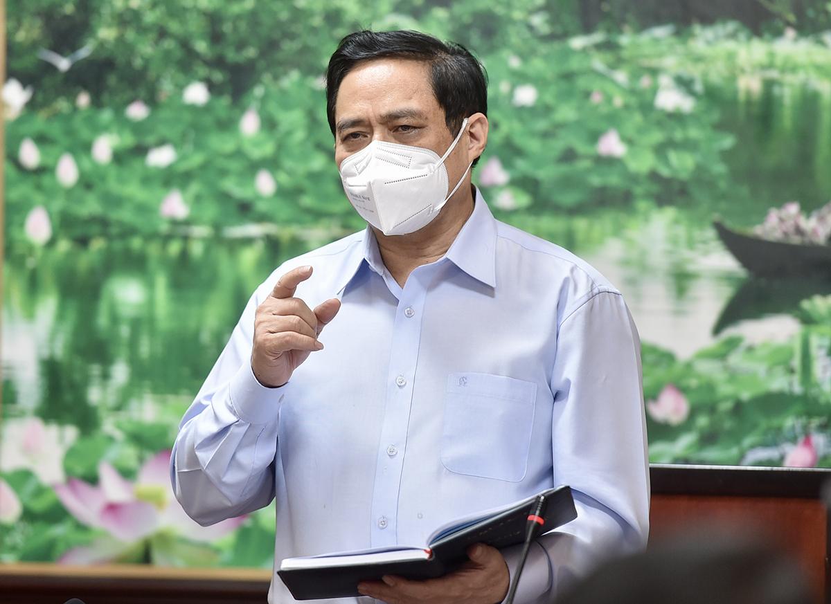 Thủ tướng Phạm Minh Chính làm việc với tỉnh Long An, chiều tối 10/7. Ảnh: Nhật Bắc