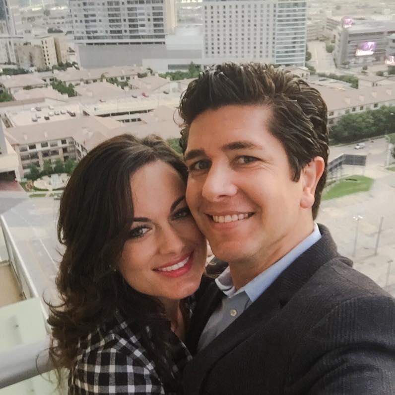 Nữ nạn nhân bên chồng sắp cưới, bác sĩ Ricky Paniagua. Ảnh: Twitter