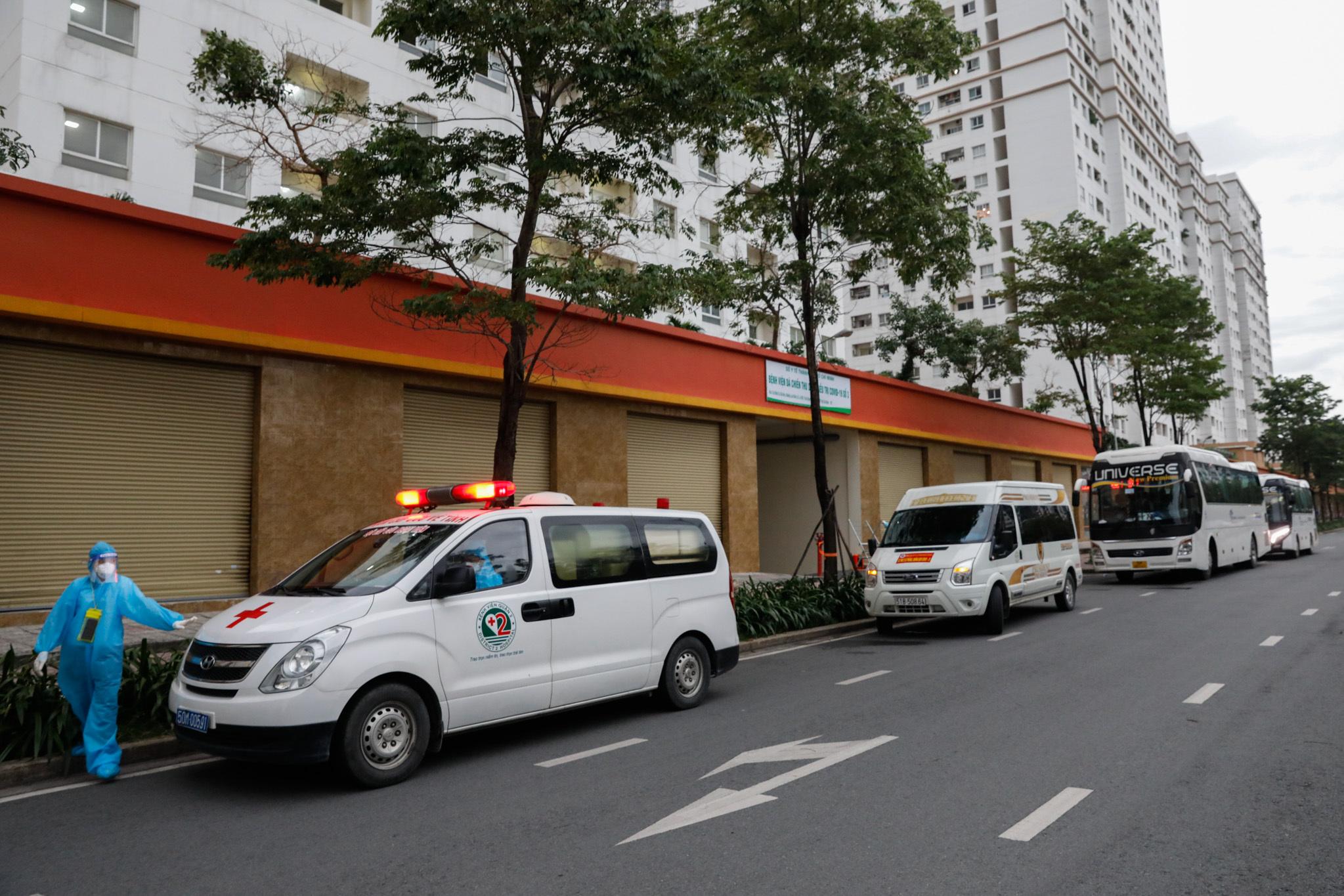 Bệnh viện dã chiến 3.000 giường vừa được thiết lập tại một chung cư ở phường An Khánh, TP Thủ Đức. Ảnh: Hữu Khoa.