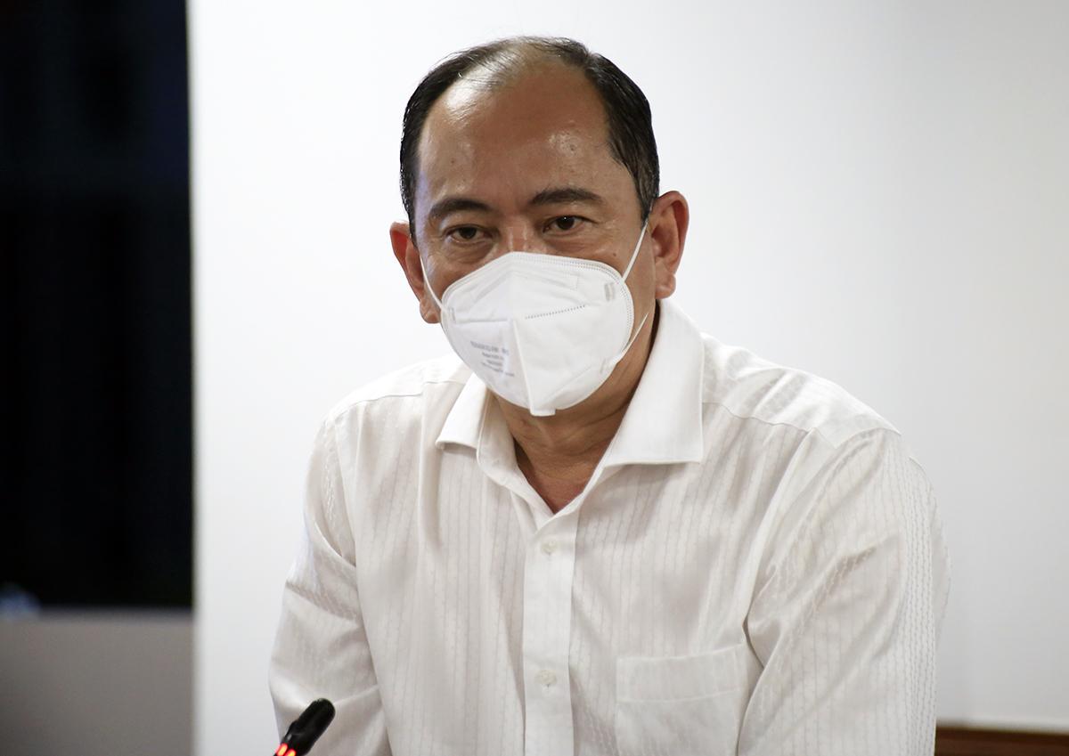 Phó giám đốc Sở Y tế Tăng Chí Thượng tại cuộc họp báo tối nay. Ảnh: Hữu Công.