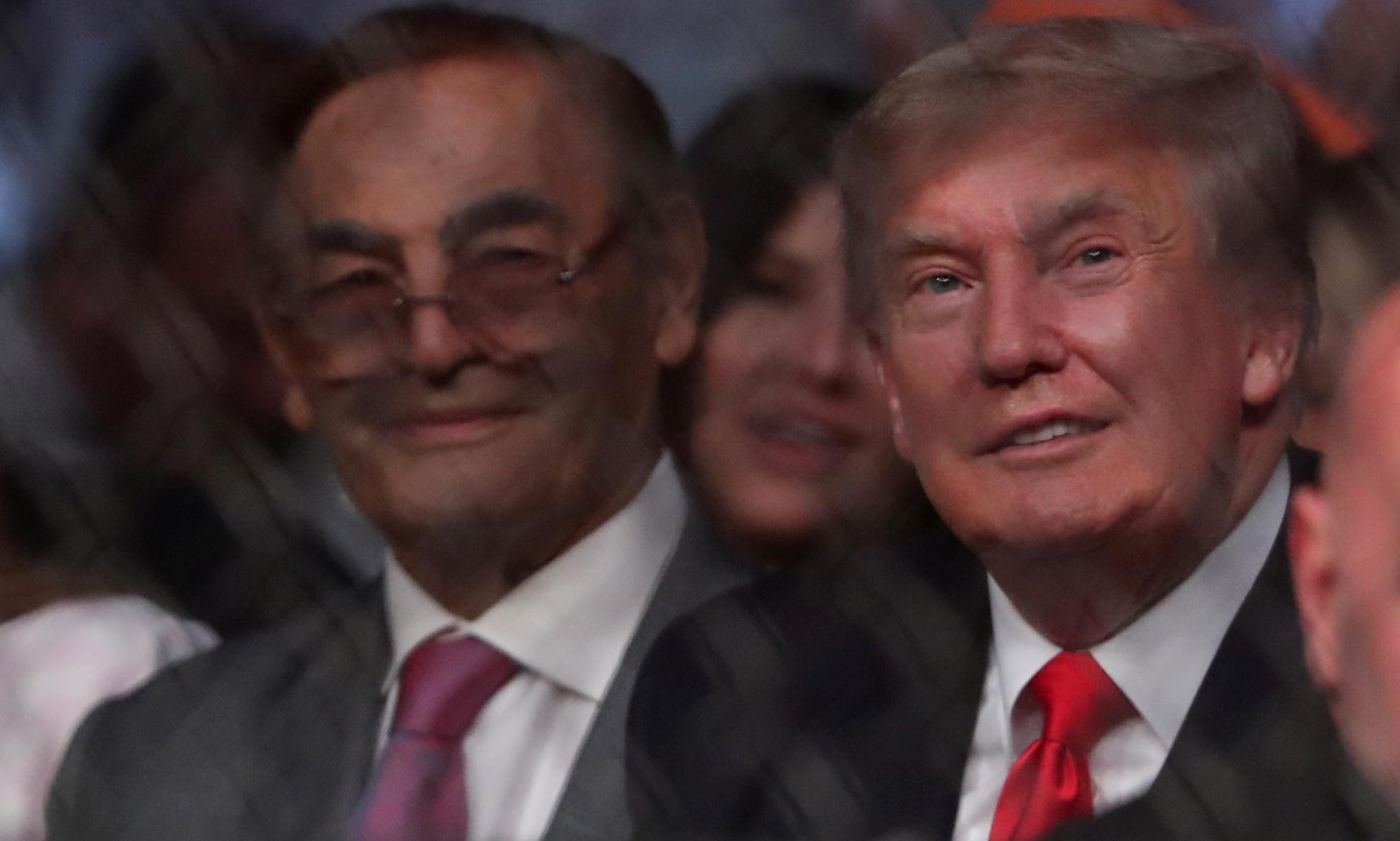 Cựu tổng thống Donald Trump (phải) tại sự kiện UFC ngày 10/7. Ảnh: Reuters.