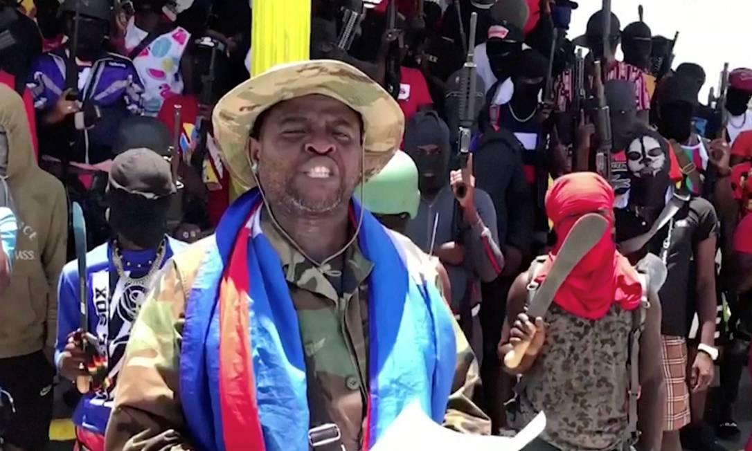 Thủ lĩnh băng đảng Jimmy Cherizier và đàn em tại Port-au-Prince ngày 23/6. Ảnh: Reuters.