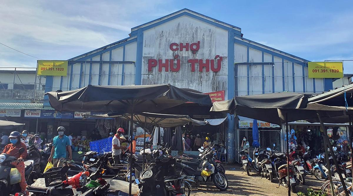 Chợ Phú Thứ, quận Cái Răng sáng 11/7 rất đông người. Ảnh: Cửu Long