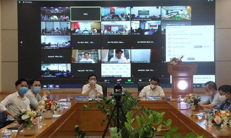 Hội thảo khoa học diễn ra hai hình thức trực tiếp và trực tuyến.