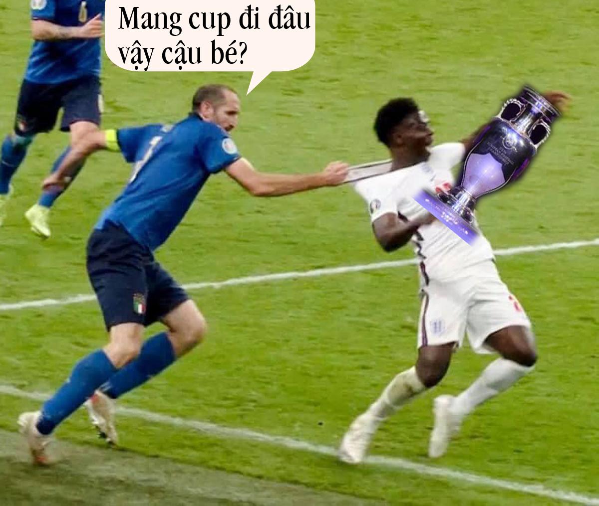 Saka không thể giúp tuyển Anh có được chiếc cup danh giá.