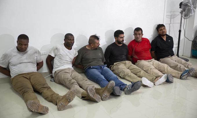 Các nghi phạm vụ ám sát Tổng thống Moise tại buổi họp báo ở thủ đô Port-au-Prince hôm 8/7. Ảnh: AP.