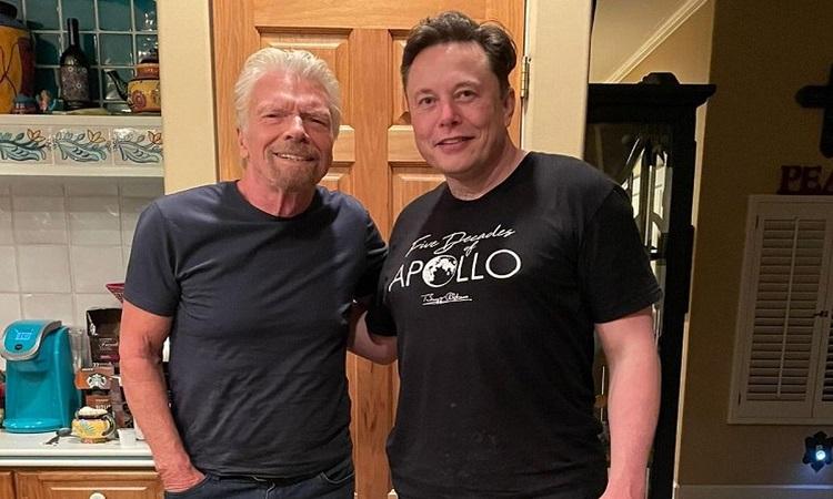 Tỷ phú Elon Musk đặt vé trên máy bay Virgin Galactic