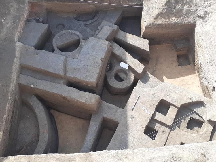Tàn tích xưởng gốm có niên đại khoảng 2.000 năm. Ảnh: Bộ Du lịch và Cổ vật Ai Cập.