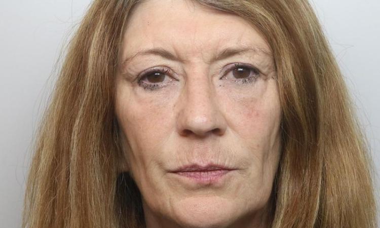 Corinna Smith sau khi bị bắt vì sát hại chồng năm ngoái. Ảnh: Cảnh sát Cheshire.