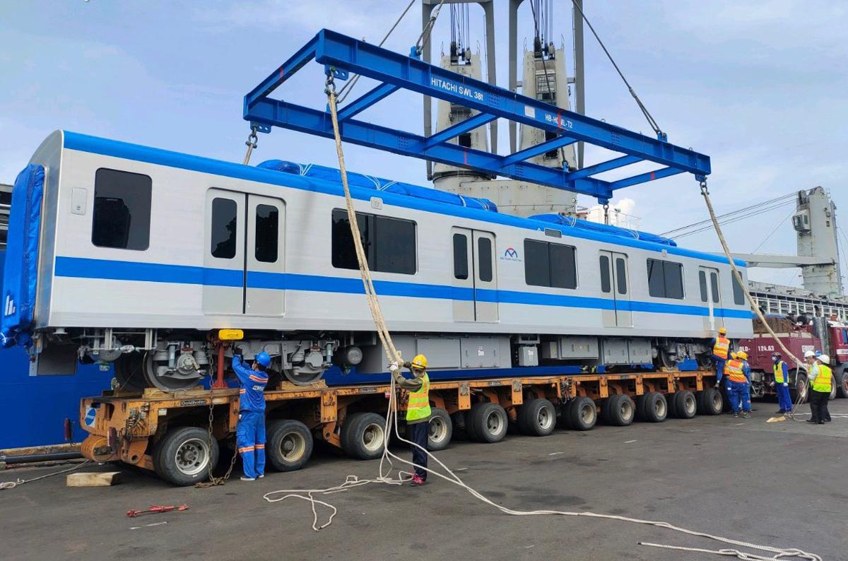 Toa metro thuộc đoàn tàu thứ 7 tuyến Metro Số 1 đưa xuống cảng Khánh Hội, quận 4, ngày 13/7. Ảnh: MAUR.